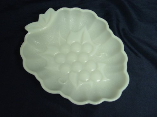 (Vintage White Milk Glass Grape Leaf Soap / Candy)