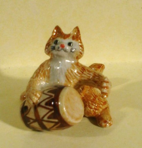 by plays CONGA Drum MINIATURE Porcelain #1 New FIGURINE K629A ()