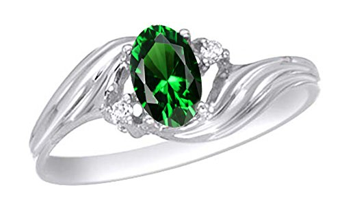 Jewel Zone US Simulated Green Emerald & White Natural Diamond Solitaire Engagement Ring in 10K Solid Gold (0.75 Ct)