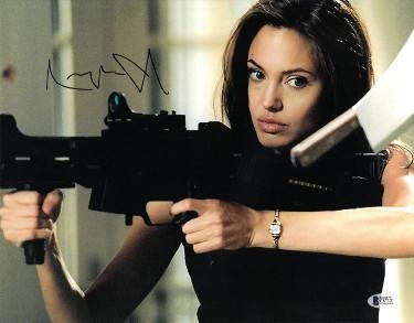 Angelina Jolie signed Mr. and Mrs. Smith 11X14 Photo (Horizontal Machine Gun)- Beckett Holo #C87121 - Beckett - Pitt Brad Married