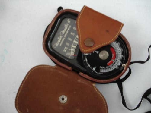 r II Universal Exposure Meter - Model 735 - Item is untested ()