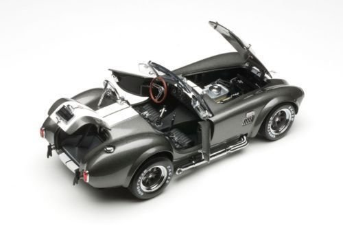 NEW 1:18 W/B KYOSHO COLLECTION - GREY SHELBY COBRA 427 S/C WITH WHITE TRIPES Diecast Model Car By KYOSHO
