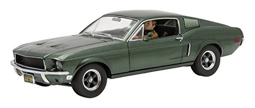 GreenLight Collectibles Bullitt 1968 Ford Mustang GT Fastback Vehicle with Cars Figure (1:18 Scale), Green