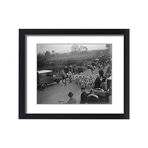 Media Storehouse Framed 20x16 Print of Opening Meet of The Quorn Hunt at Kirby Gate. Hounds Leading The Field (11025273) - Quorn Hounds