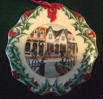 (Longaberger Collectors Club Ornament - Shopping On Main Street 1998 by Longaberger)