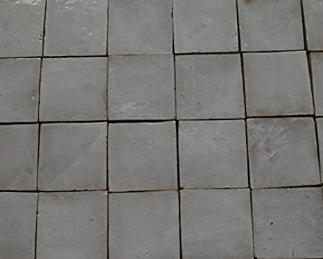 Trattamento di un pavimento in cotto mediterraneo chiaro fatto a