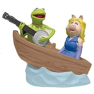"WL SS-WL-11784 Kermit & Miss Piggy In Boat Salt & Pepper Shakers, 3.75"""