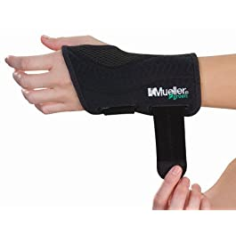 Mueller Green Fitted Wrist Brace, Black, Left Hand, Small/Medium