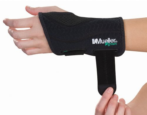 (Mueller Green Fitted Wrist Brace, Black, Left Hand, Small/Medium)