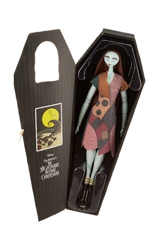 DIAMOND SELECT TOYS The Nightmare Before Christmas: Sally Unlimited Deluxe Coffin Doll -
