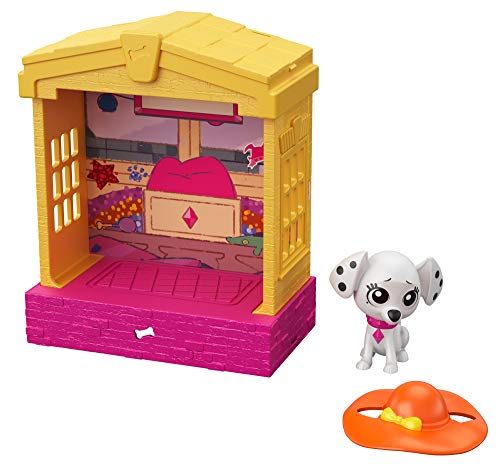 101 Dalmatian Street GBM33 Disney, Stackable Dog House (5-in) with Deja-Vu Character Figure (3-in) and Hat Accessory, Multicoloured