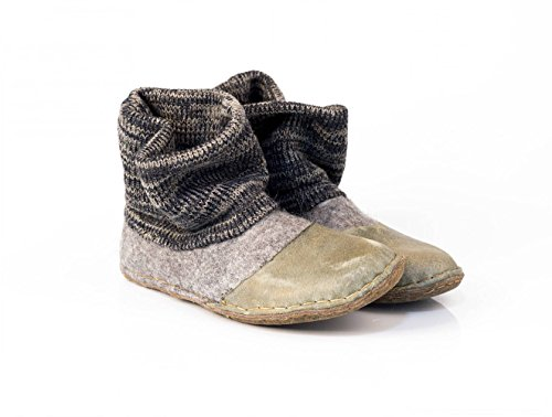Handmade gray felted wool ankle boots for women with knitted leg warmers and leather (Felt Valenki)