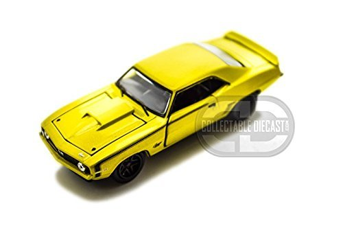 M2 Machines Detroit Muscle Wild Cards 1969 Chevy Camaro SS 396 w/cases 1/64  Yellow