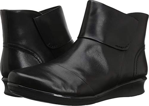 CLARKS Women's Hope Track Fashion Boot, Black Leather, 120 M US