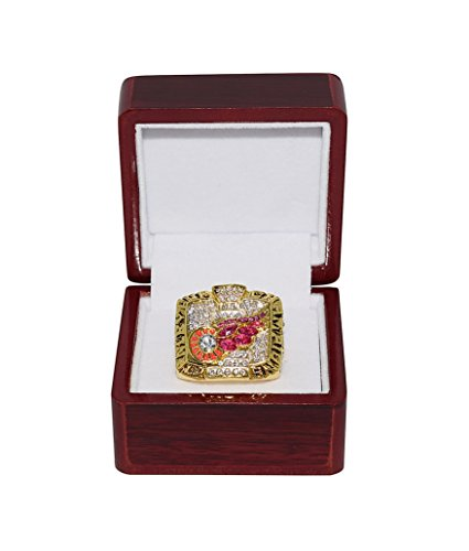DETROIT RED WINGS (Steve Yzerman) 2002 STANLEY CUP FINALS WORLD CHAMPIONS Vintage Rare & Collectible Hockey Replica Gold NHL Championship Ring with Cherrywood Display Box