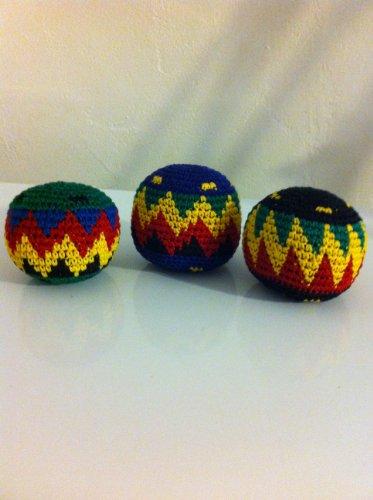set-of-3-hacky-sacks-rasta-colors-in-assorted-geometric-patterns