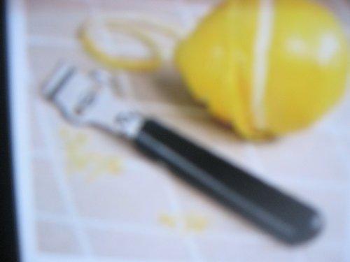 The Pampered Chef Lemon Zester/Scorer #1133 by Pampered Chef Zester/Scorer