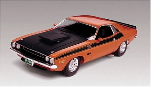 Dodge Model Kit - Revell 1:24 '70 Dodge Challenger 2 'N 1