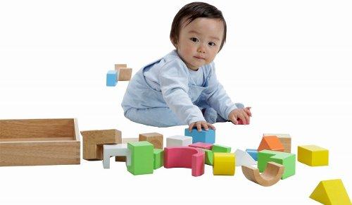 赤ちゃんの好奇心を利用して脳を刺激する