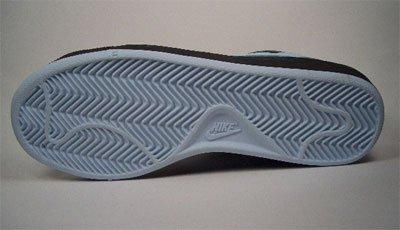 Nike Tennis Classic. In pelle. Morbido imbottito. intersuola in Eva. EUR 41US 9,5UK 726,5cm