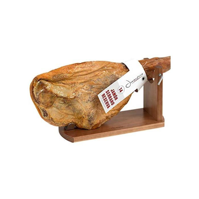 41uofYNMT7L Tipo de accesorio: Soportes jamoneros El jamonero Banqueta de Jamonprive está fabricado en madera de pino. La tabla mide 40 x 16 x 1, 8 cm, y el brazo está fabricado con madera FSC.