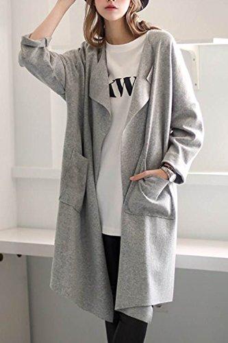 Une Femme Élégante Extérieur De La Tenue À Manches Longues Manteaux Avec Des Poches