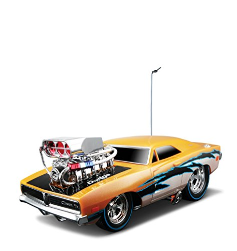 Maisto R/C 1:18 Scale Muscles Machine Garage 1969 Dodge Charger R/T Radio Control Vehicle (Colors May Vary)