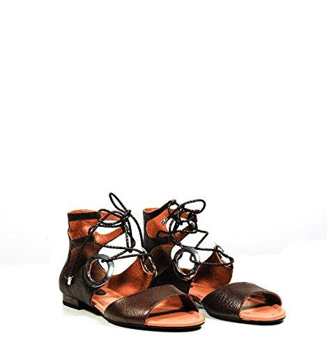 Calzature Donna WHAT FOR sandali in pelle bassi con occhielli, chiusura con laccetti, suola in cuoio Marrone