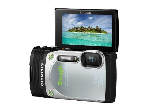 Olympus TG-850 Digitalkamera (16 Megapixel CMOS Sensor, 5-fach opt. Zoom, klappbares 7,6 cm (3 Zoll) LCD-Display, Full HD, wasserdicht bis 10m) mit 21mm Weitwinkelobjektiv silber