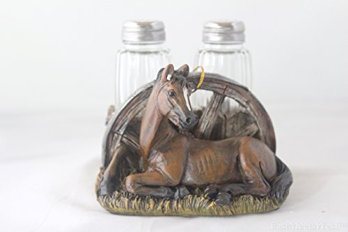 Western Rustic Sitting Horse Wagon Wheel Salt & Pepper Shaker Hand Painted Rustic Decoration