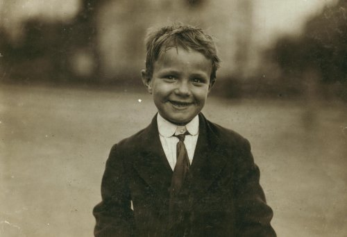 1912 child labor photo Tootsie, six yr. Old news-boy, sells every day and Sun c7