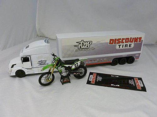New Ray Toys SS-14285 Scale Two Two Motorsports Kawasaki 2014 Team Gift Set