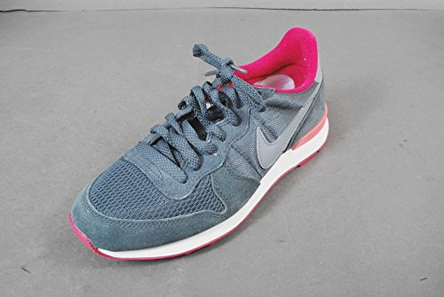 huge selection of da28c 73bc5 Nike Women s Internationalist - Dark Magnet Grey Magnet Grey-Fuchsia Force,  ...