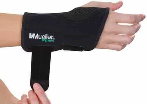 Mueller Fitted Wrist Brace, Black, Right Hand, Small/Medium
