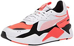 PUMA blends futuristic lines and color combinations with a retro cut for superb originality.
