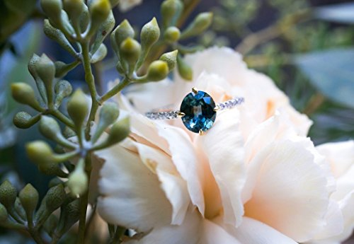 Oval Ceylon blue sapphire Engagement ring.Natural Sapphire Engagement ring in 18K white (Oval Ceylon Sapphire)
