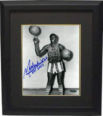 2003 Deluxe Framed - Meadowlark Lemon Autographed Signed Harlem Globetotters Vintage B&W 8x10 Photo Deluxe Framed Photo #38 HOF 2003-Tri-Star Hologram