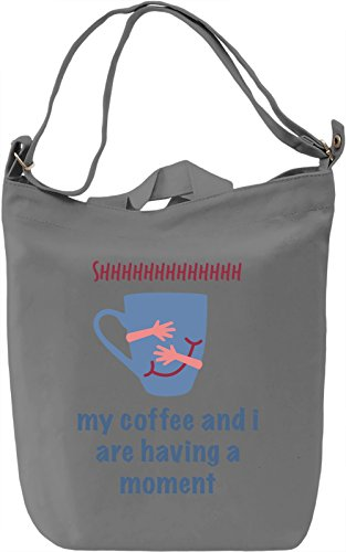 my coffee and i are having a moment Borsa Giornaliera Canvas Canvas Day Bag| 100% Premium Cotton Canvas| DTG Printing|