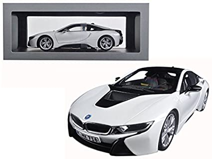 Amazon Com Bmw I8 Chrystal White And Frozen Grey 1 18 Diecast Model