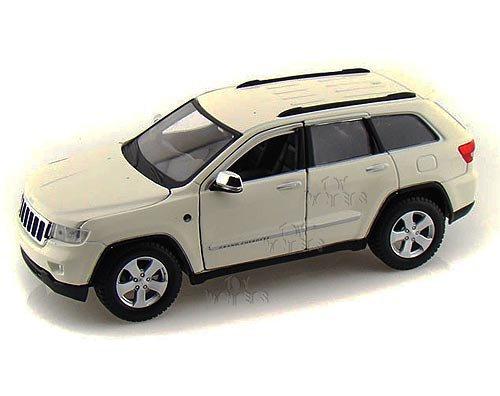 Maisto Jeep Grand Cherokee Laredo SUV, White 34205 - 1/24 Scale Diecast Model Toy Car