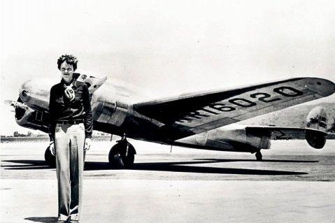 (NASA Amelia Earhart Lockheed Electra Poster Photo USA Historical Posters Photos 20x30)