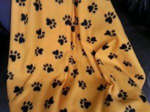 Amazon Com Artofabric Fleece Printed Paw Print Yellow Gold Throw