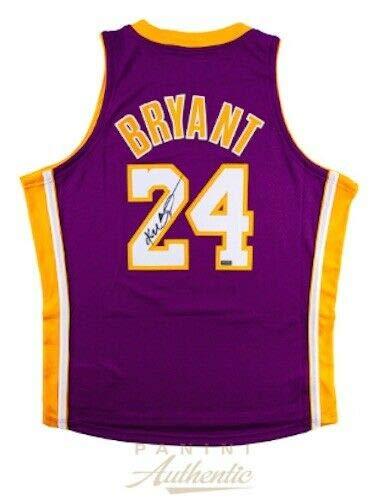 KOBE BRYANT Autographed Lakers Mitchell & Ness Authentic 2006-07 Purple Jersey PANINI ()