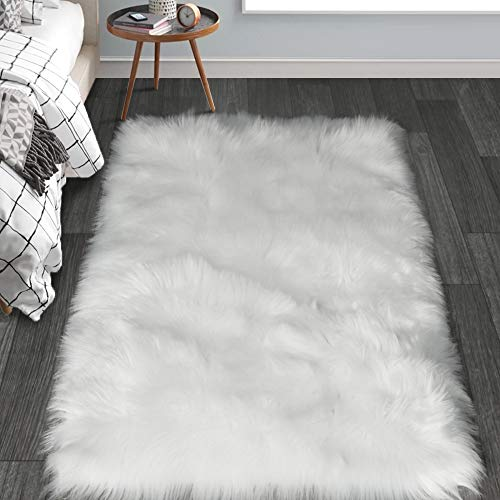 HAOCOO Faux Fur Sheepskin Rug Fuzzy Fluffy Rectangle White Area Rugs 4' x 5' Kids Carpet for Bedroom Living Room Floor Or Across Your Armchair Sofa Couch (Rug Fuzzy Fur White)