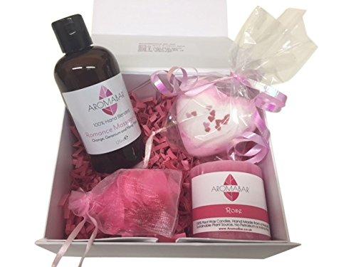 Romantisches Night in Geschenk Set mit Romantik Massageöl, Herz Bad- Bombe und Duftkerze perfekt für Valentin oder Geschenk to Share Aromabar