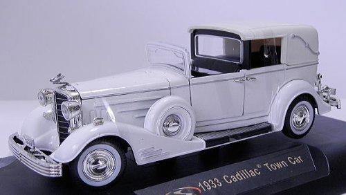 1/32 1933 Cadillac Town Car (ホワイト) 32327