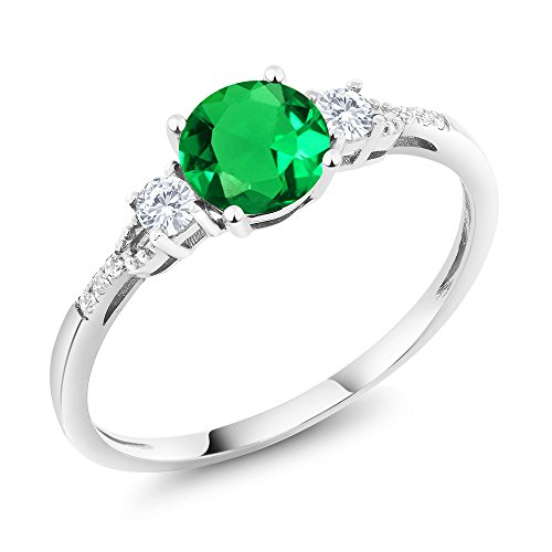 (Gem Stone King 10K White Gold Diamond Accent 3-stone Engagement Ring set with Simulated Emerald White Created Sapphire 0.92 cttw (Size 5))