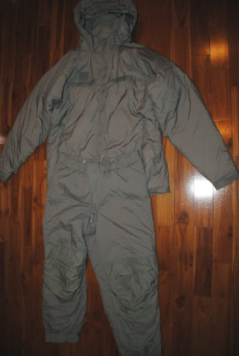 NEW US ARMY ISSUE - ECWCS GEN III LEVEL 7 EXTREME COLD WEATHER SET (PARKA AND TROUSERS) - MEDIUM