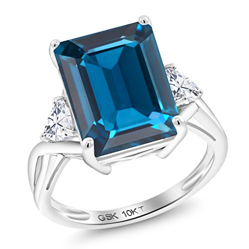 Gem Stone King 10K White Gold Solitaire w- Accent Stones Ring Emerald Cut London Blue Topaz and Timeless Brilliant Created Moissanite (IJK) 0.46ct (DEW) (Size 8)