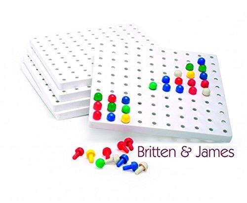 Britten & James Ensemble de planches à ressorts de luxe. 5 grandes planches plus 1 000 épingles colorées. Excellent pour faire des motifs et des images ou pour pratiquer le laçage / l'enfilage / la couture (les lacets ne sont pas inclus). Les morceaux